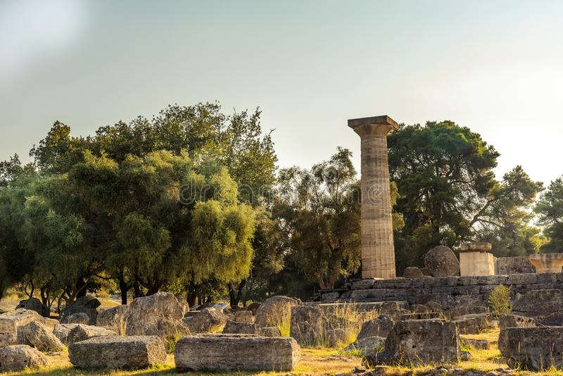 宙斯,奥林匹亚寺庙的废墟  图库摄影