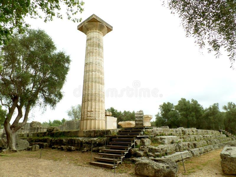 宙斯,考古学站点古老奥林匹亚,伯罗奔尼撒,希腊寺庙的专栏  库存图片