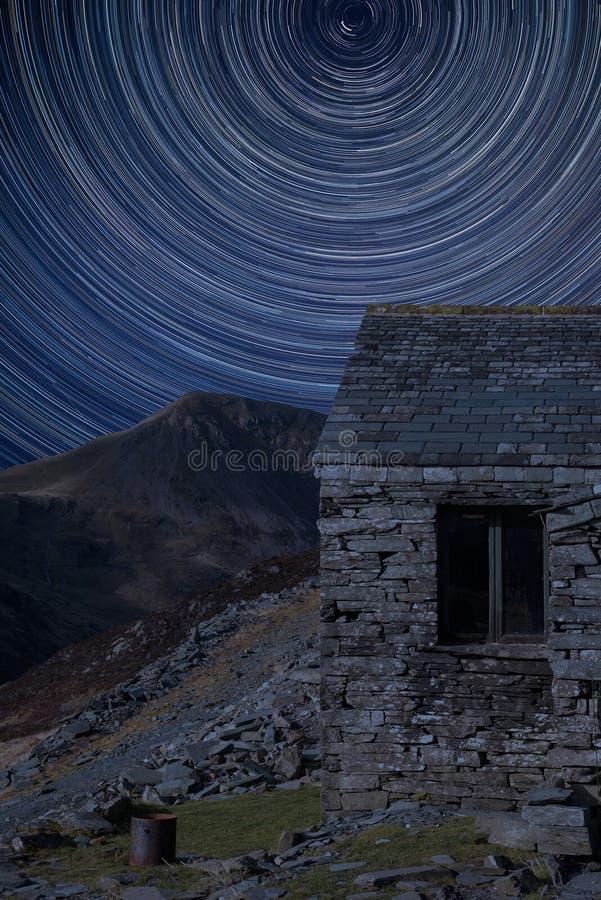 宝丽嘉周围星迹数字复合影像与湖区古洞秋天景观影像 免版税库存照片