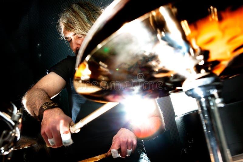 实况音乐和鼓手 是一个真正的灵魂音乐内容 库存图片