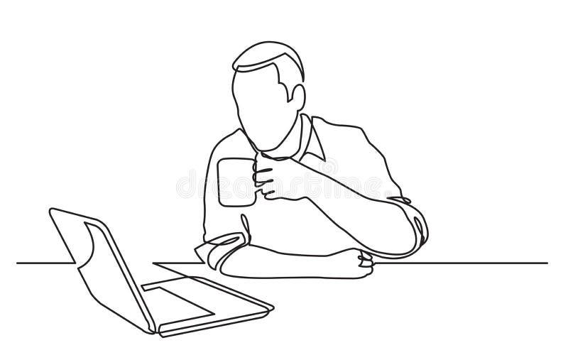 实线坐的人观看的手提电脑饮用的咖啡图画  皇族释放例证