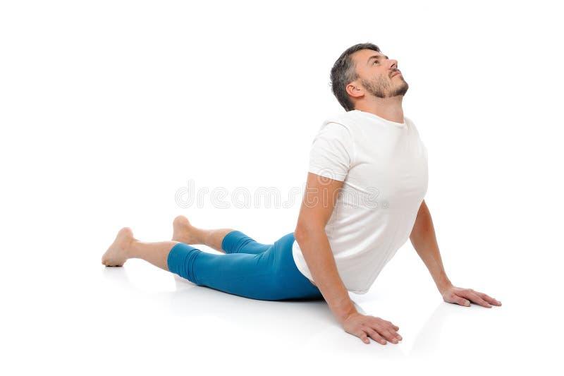 实践瑜伽年轻人的人姿势 免版税库存图片