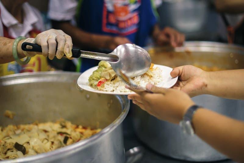 实践食物饥饿是贫穷希望:无家可归的概念 免版税库存照片