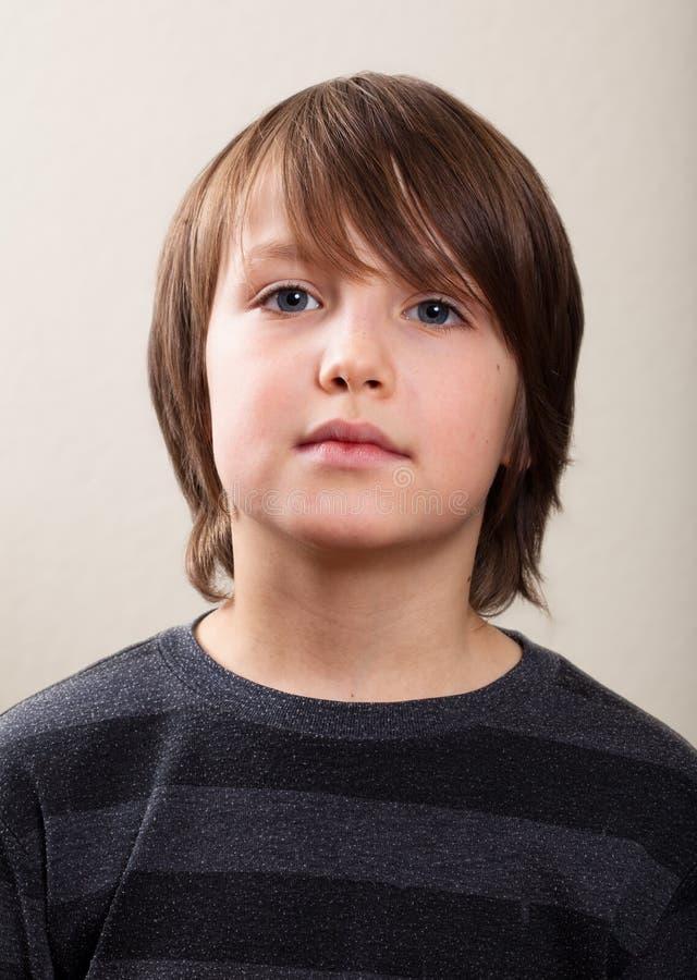 实际人纵向: 严重的青春期前的男孩 免版税图库摄影