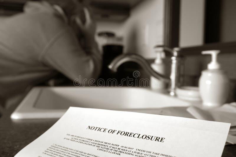 实际哭泣的庄园forelosure人的通知单 库存图片