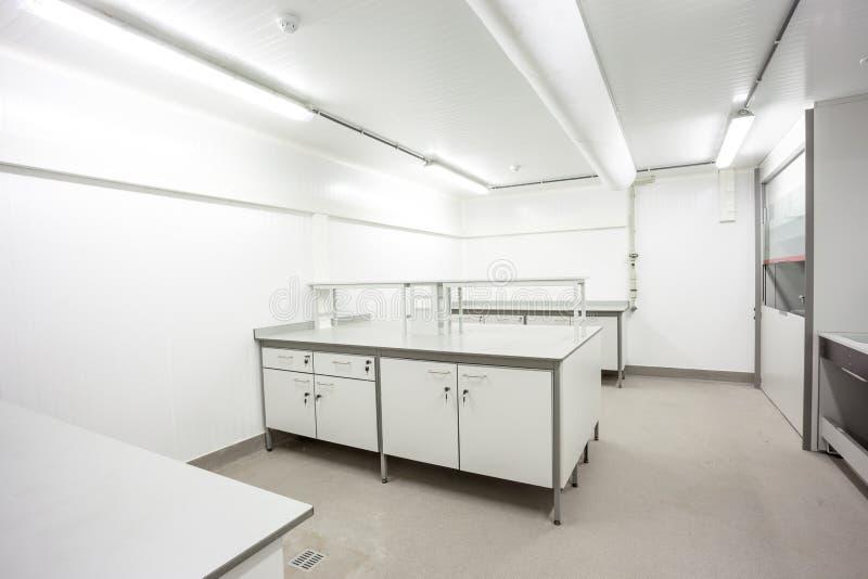 Download 实验室家具 库存照片. 图片 包括有 办公室, 楼层, 空间, 技术, 服务台, 学校, 当代, 现代, 工作 - 72366256