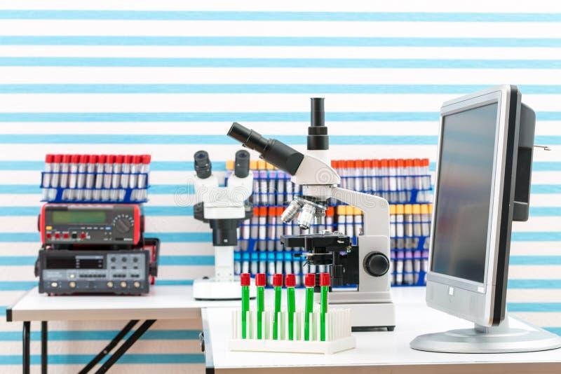 实验室设备在医学实验室 库存图片