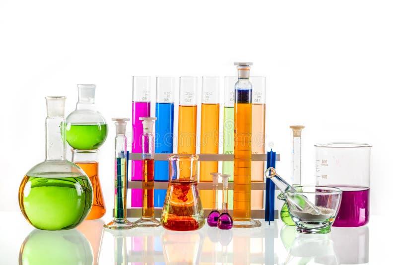 实验室玻璃集合充满五颜六色的物质 库存照片