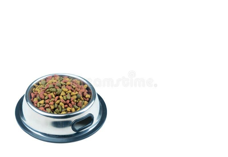 宠物的干食物在被隔绝的白色背景的不锈的碗 免版税库存图片