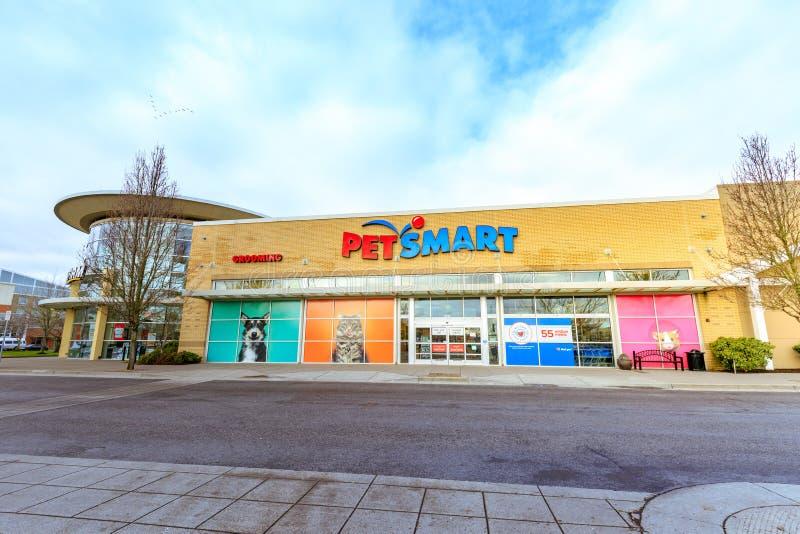 宠物聪明的零售店在小瀑布驻地购物中心 免版税库存图片