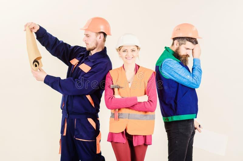 审查员失望关于雇员,建造者 男人和妇女盔甲的 库存图片