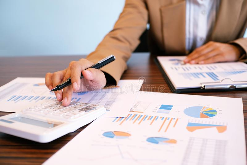 审计员或国税局职员,财政审查员m 免版税图库摄影
