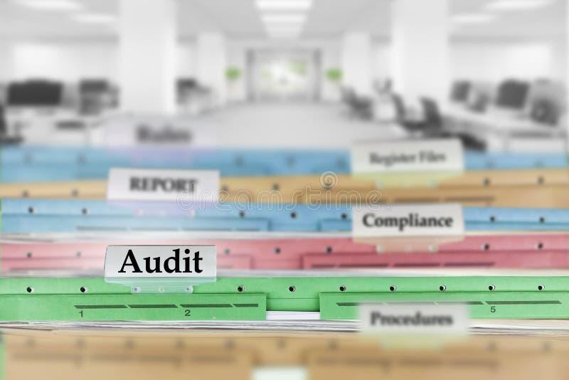 审计报告文件和其他文件在办公室 免版税库存图片