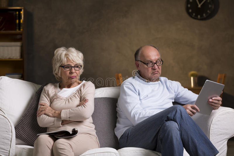 审阅在他们的婚姻的沈默天 免版税库存图片