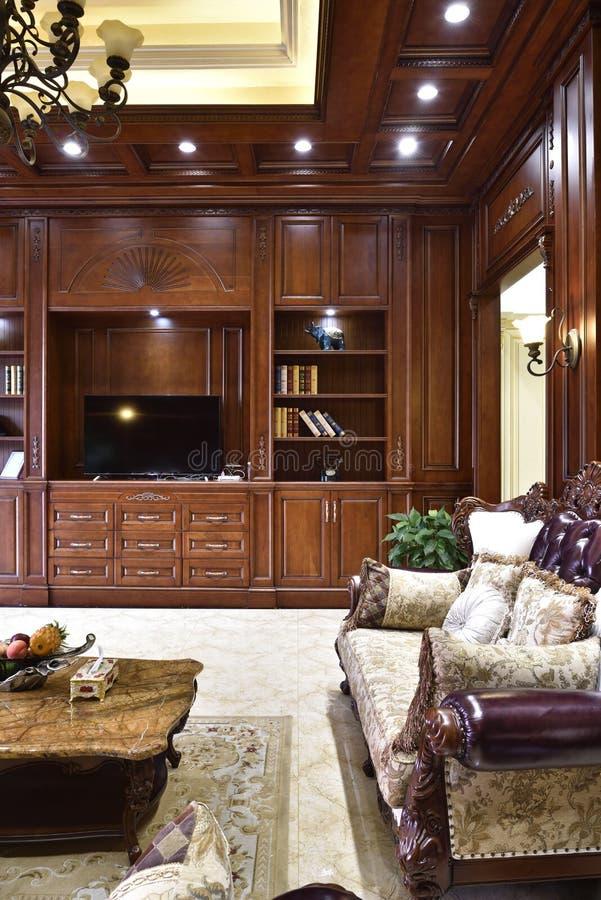 客厅在新的豪华家 库存图片