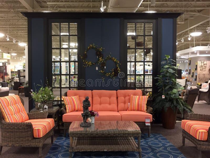 客厅家具销售在家具市场TX上 免版税库存照片