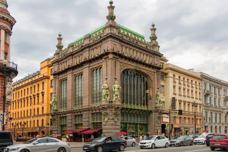 客商Eliseevyh Eliseevsky在涅夫斯基远景的企业创办商店  免版税库存照片