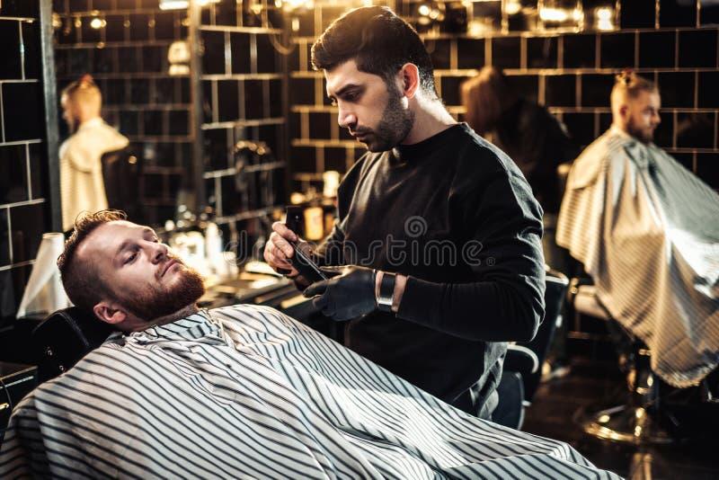 客户在理发店 图库摄影