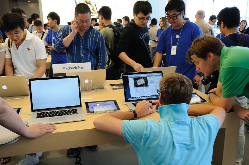 客户在Apple存储 免版税库存图片