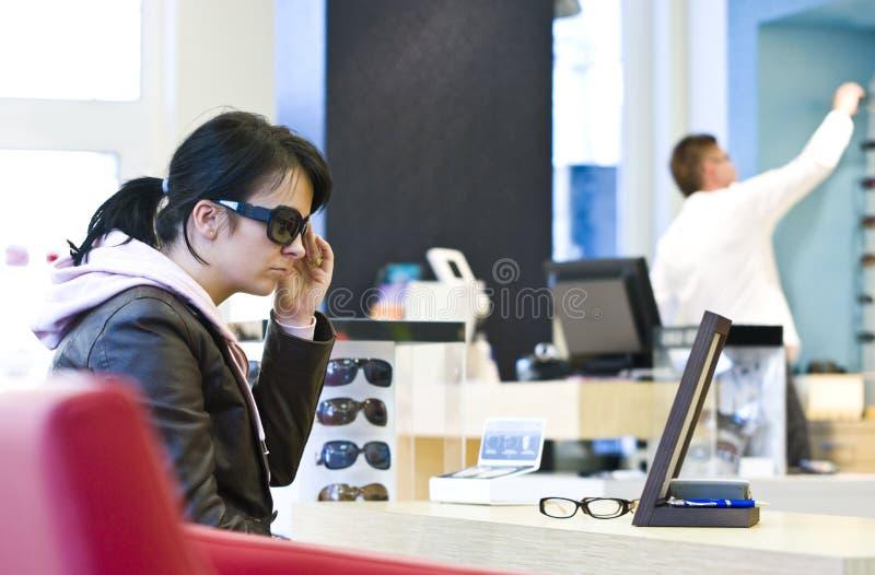 客户眼镜师 免版税库存照片