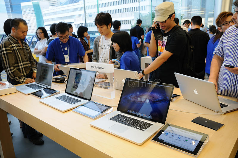 客户macbook赞成尝试 免版税图库摄影