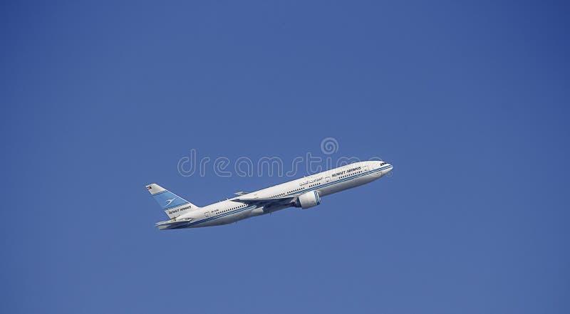 客机在科威特频道号衣 777波音 库存图片
