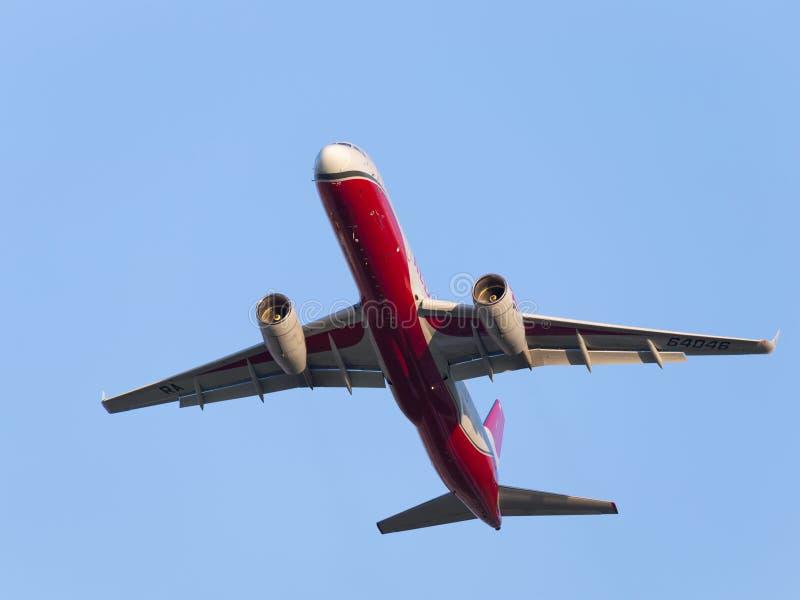 客机Tu204 100B E红色翼 库存图片