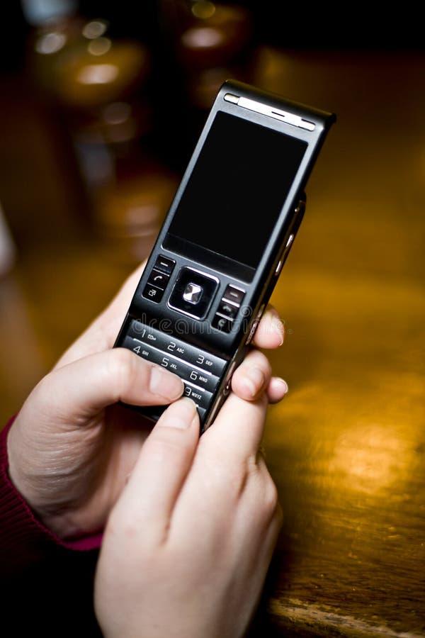 客栈texting的妇女 库存图片