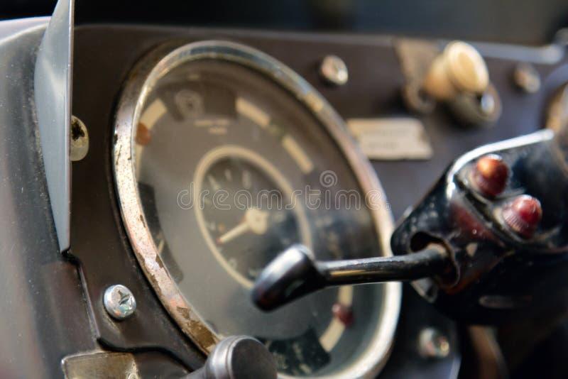客舱控制老葡萄酒公共汽车关闭 库存照片