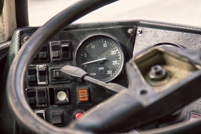 客舱控制老葡萄酒公共汽车 库存图片