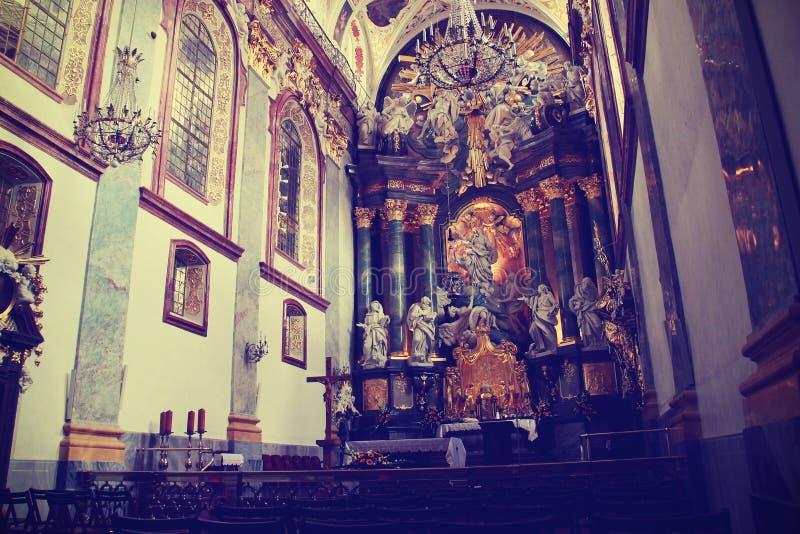 室内哥特式教会 库存照片