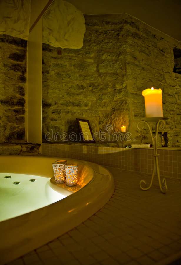 室内极可意浴缸 免版税库存照片