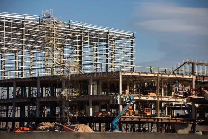 室内橄榄球场的建筑 免版税库存照片