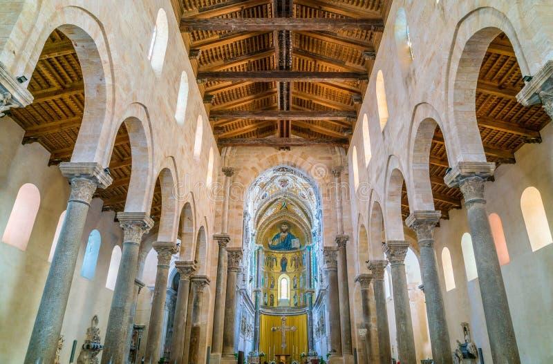 室内看法在惊人的Cefalà ¹大教堂里 西西里岛,南意大利 免版税图库摄影