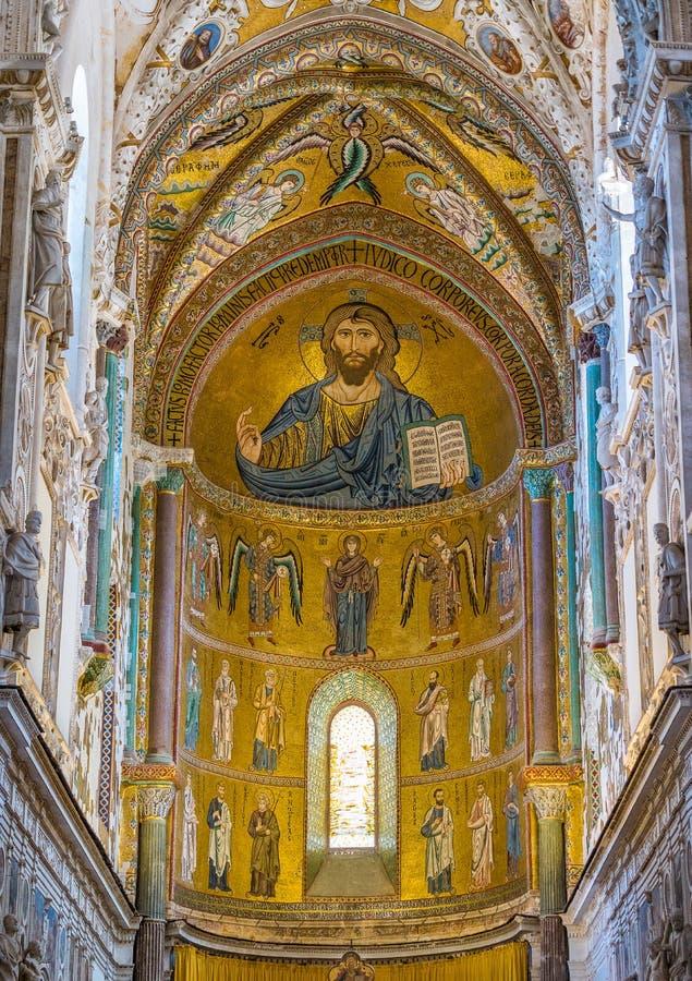 室内看法在惊人的Cefalà ¹大教堂里 西西里岛,南意大利 库存图片