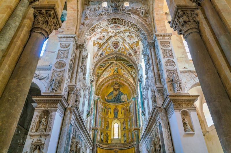 室内看法在惊人的Cefalà ¹大教堂里 西西里岛,南意大利 库存照片