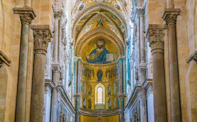 室内看法在惊人的Cefalà ¹大教堂里 西西里岛,南意大利 图库摄影