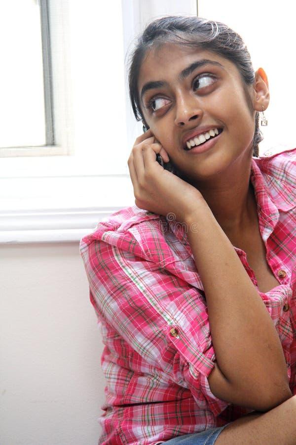 室内美丽的印第安女孩表达式  免版税库存图片