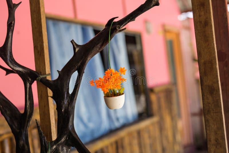 室内装璜的假花 种植盆 库存照片