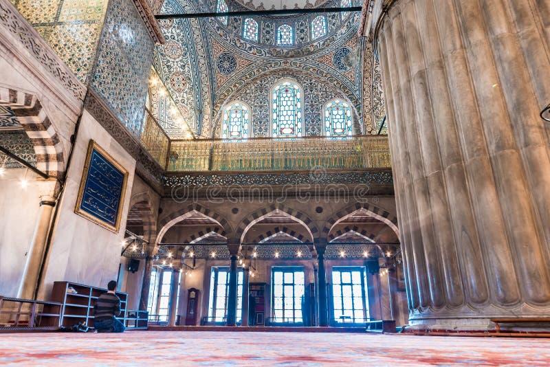 室内装饰蓝色清真寺视图和艺术品也叫Sultan阿哈迈德清真寺 天花板和圆顶装饰 伊斯坦布尔, 免版税图库摄影
