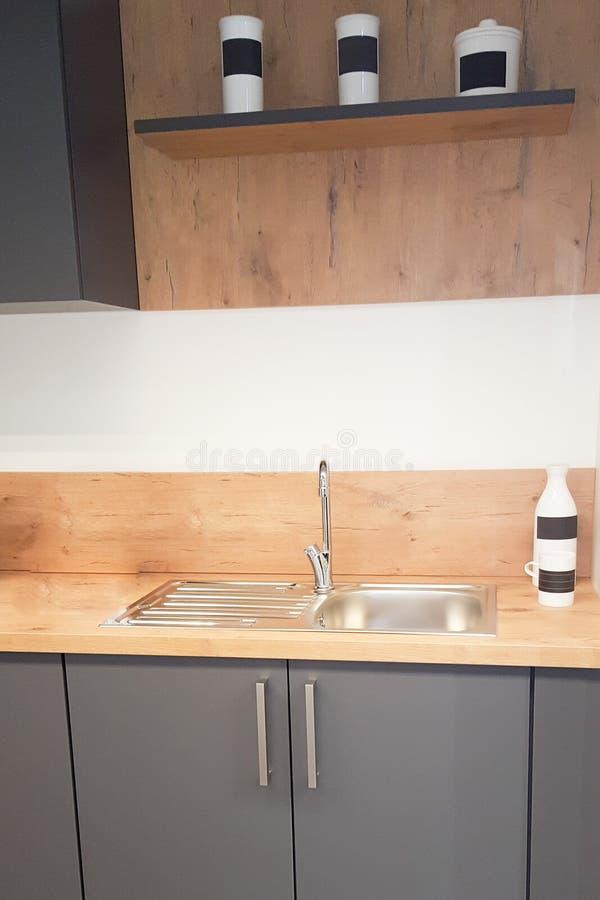 室内设计的恰好装饰的豪华现代厨房 免版税库存图片
