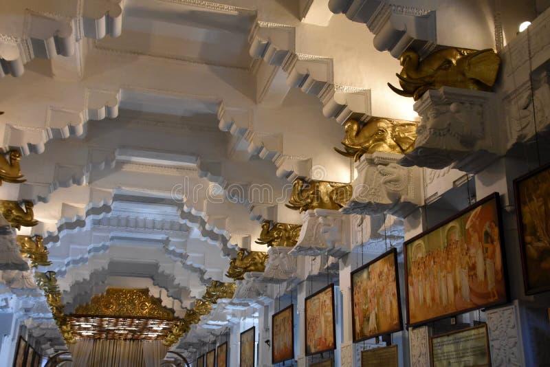 室内部神圣的牙遗物的寺庙的在康提 免版税库存照片