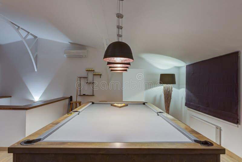 室创造性的内部有台球台的 图库摄影