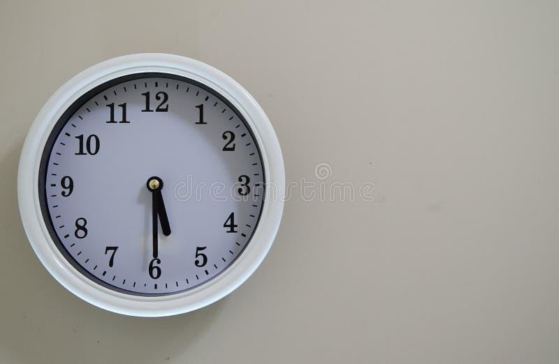 室壁钟时间是在5:30图片