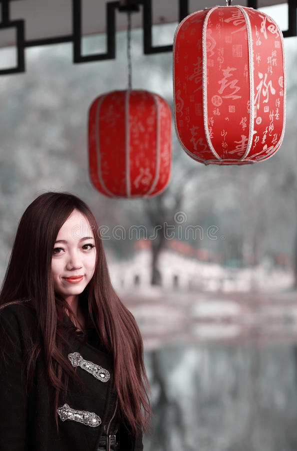 室外亚裔的女孩 免版税库存照片
