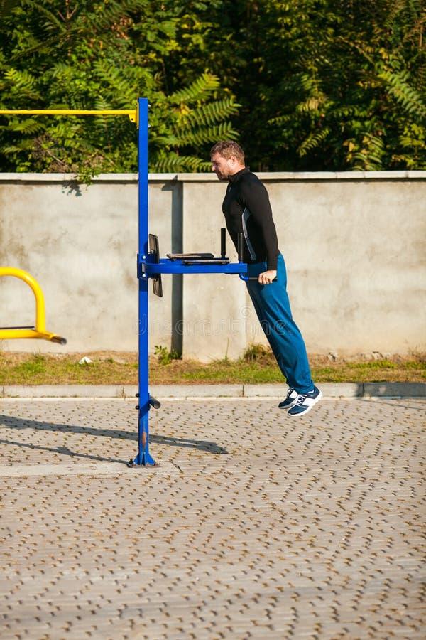 室外人的锻炼 免版税库存照片