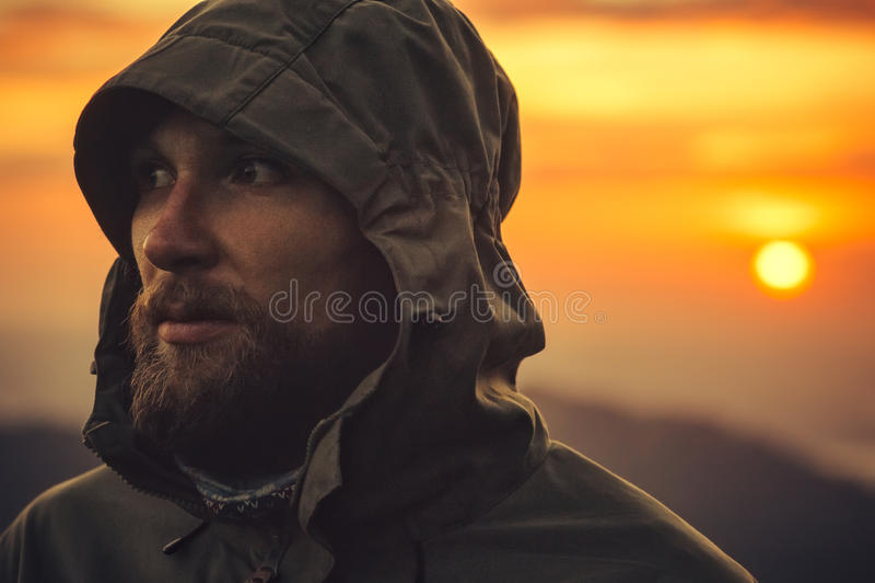 室外单独人旅客有胡子的面孔 免版税库存图片
