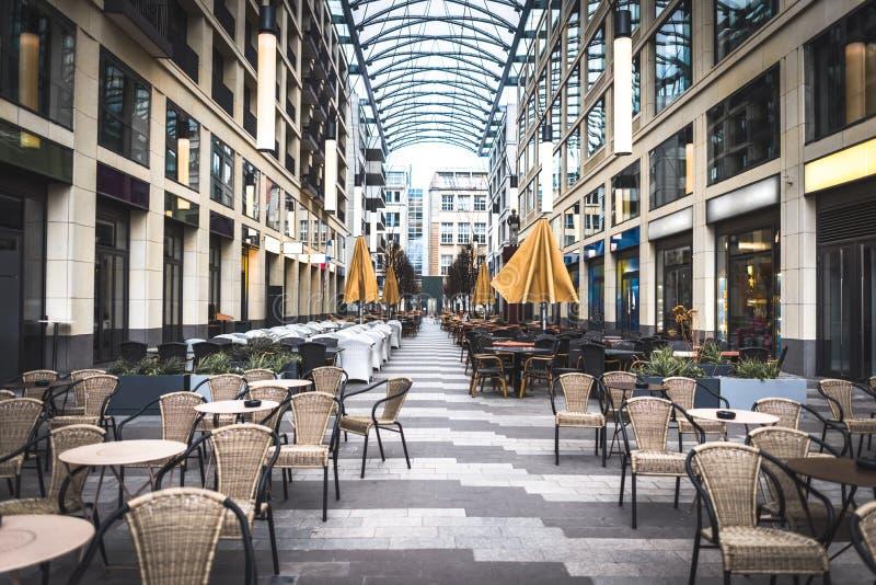 室外咖啡馆在市中心 免版税库存照片