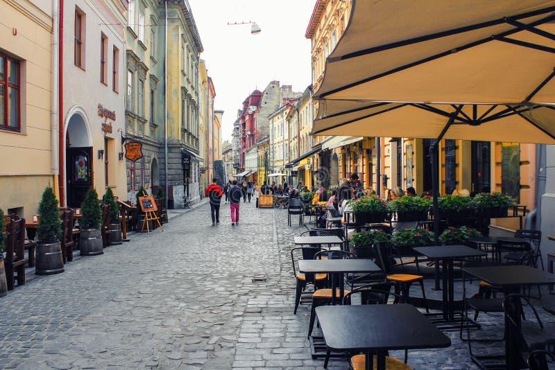 室外咖啡馆在老镇 免版税库存图片