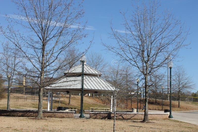 室外好的在公园的公园野餐温驯和蓝天 免版税库存照片